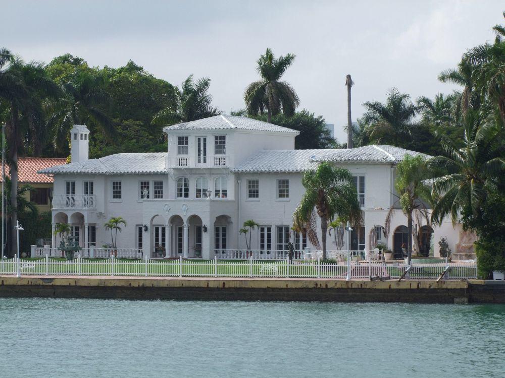 Die berühmten Villen der Reichen und Schönen in Miami sehen.